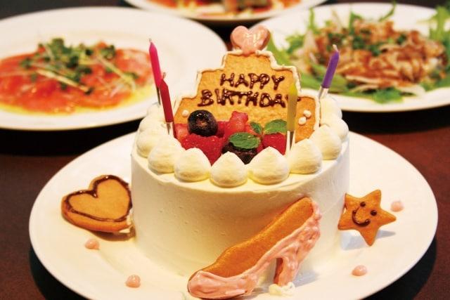 誕生日祝いに見せかければサプライズプロポーズがしやすいのイメージ