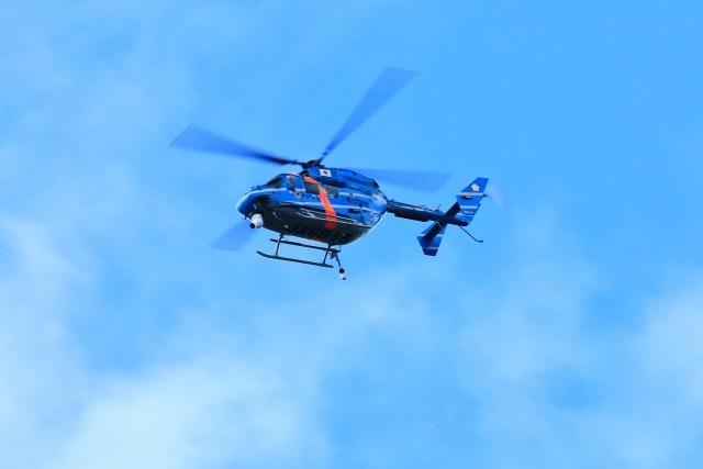 ヘリコプターで夜景を見渡しながらのイメージ