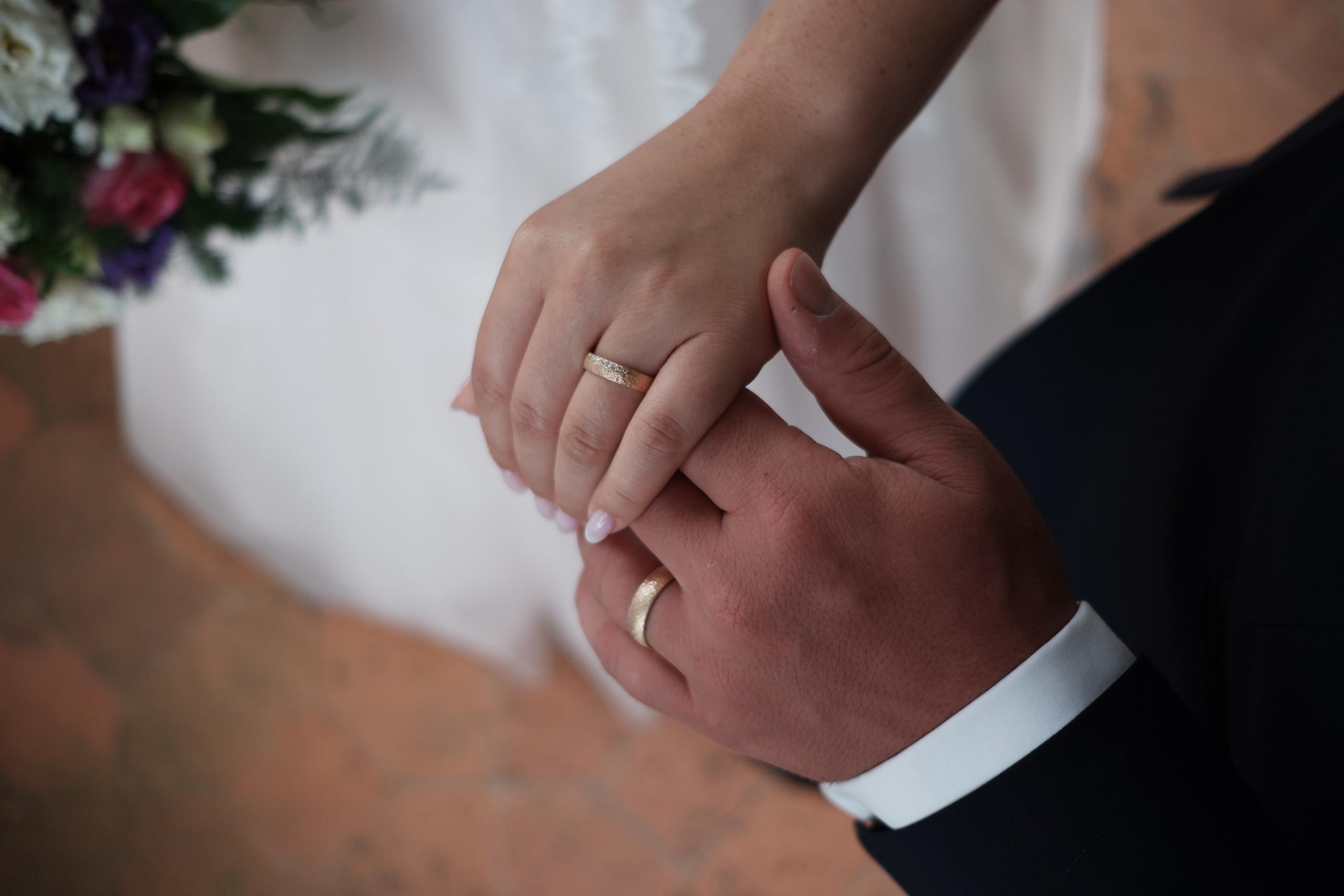 時代の変化?!「式場」と「結婚指輪」先に選ぶのは?のイメージ