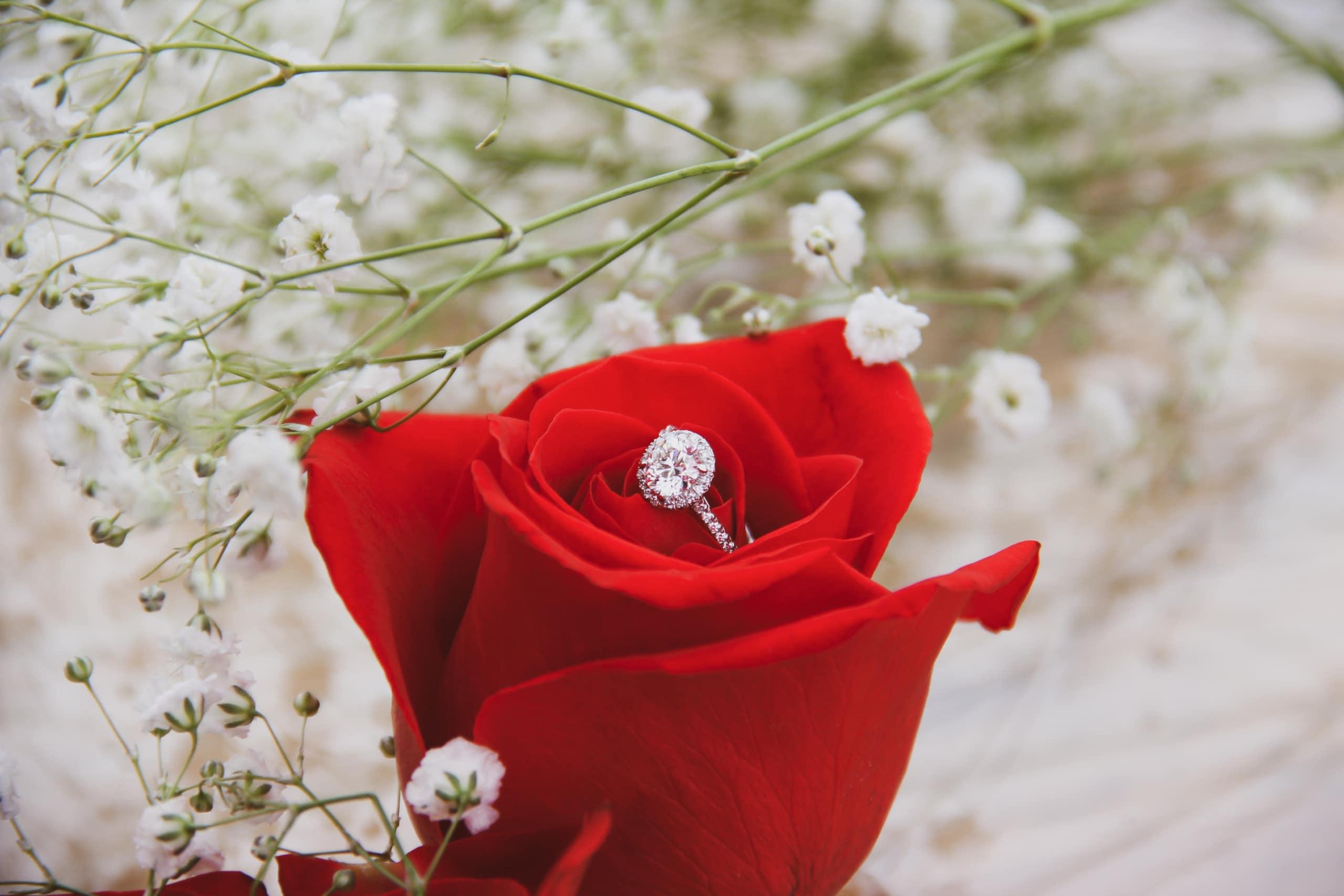 婚約指輪は必要? 理想の婚約指輪の相場は?のイメージ