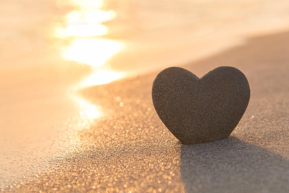 夕陽が沈む瞬間にプロポーズのイメージ