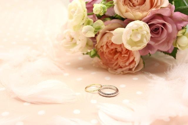 プロポーズのとき婚約指輪を渡す意味って?のイメージ