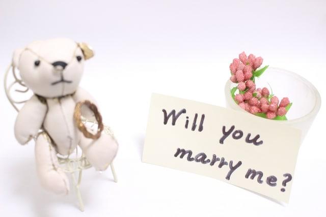 婚姻届を使うプロポーズの効果的な演出方法のイメージ