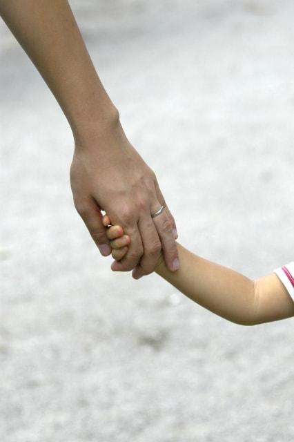 家族や友達、知り合いが近くにいることの安心感のイメージ