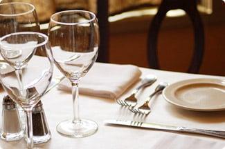 レストランでのエスコート術のイメージ