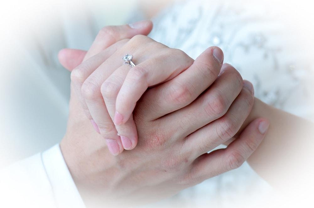 婚約指輪の適切な購入時期とは?のイメージ