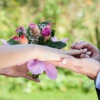 プロポーズで花束を渡したい! 失敗しない花束の隠し方と渡し方のイメージ