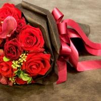色で意味が変わる! バラに想いを込めたプロポーズのイメージ