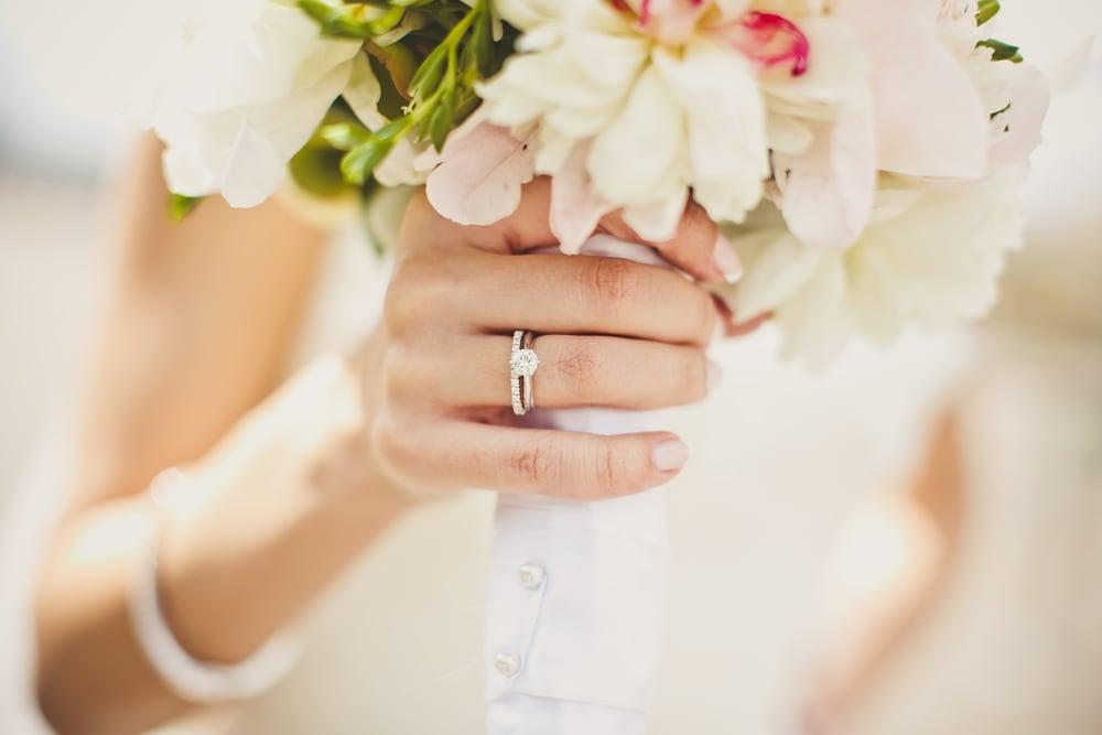 「プロポーズのときには彼女の指に婚約指輪をつけてあげたい!」という方へのイメージ