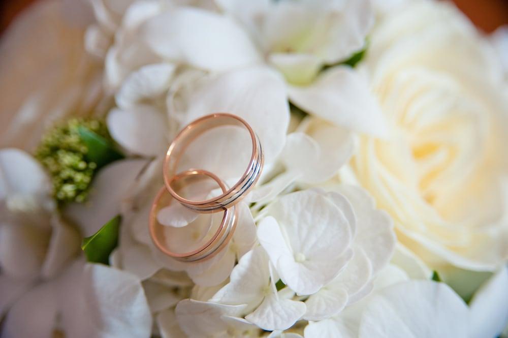 今ドキカップルの結婚指輪事情大発表!2人で選ぶのが当たり前?のイメージ