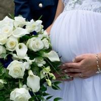 家族の絆が生まれる!「マタニティ婚」をめぐる想いとはのイメージ